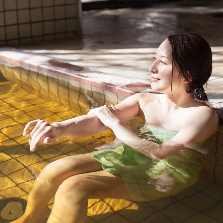 茶褐色温泉